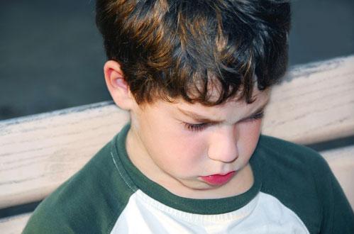child without friends megali polaroid