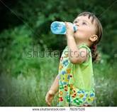 child drink water
