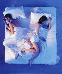 couple sleep plati