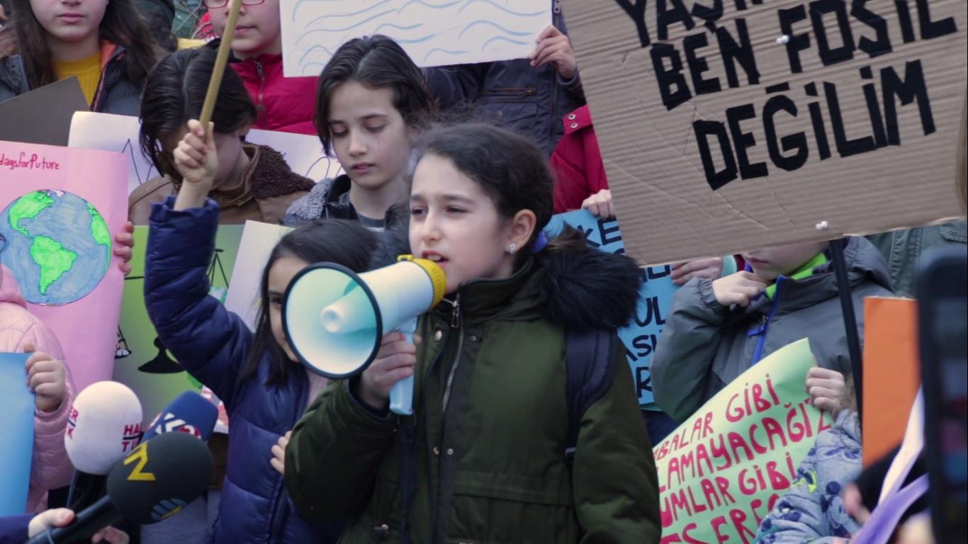 -το-Μέλλον-μας_-We-Want-Our-Future-του-Aτόμ-Σασκάλ-2019-Τουρκία-13'