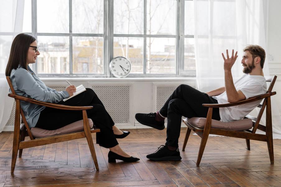 den-xreiazomaste-sovaro-logo-xekinisoime-psixotherapeia