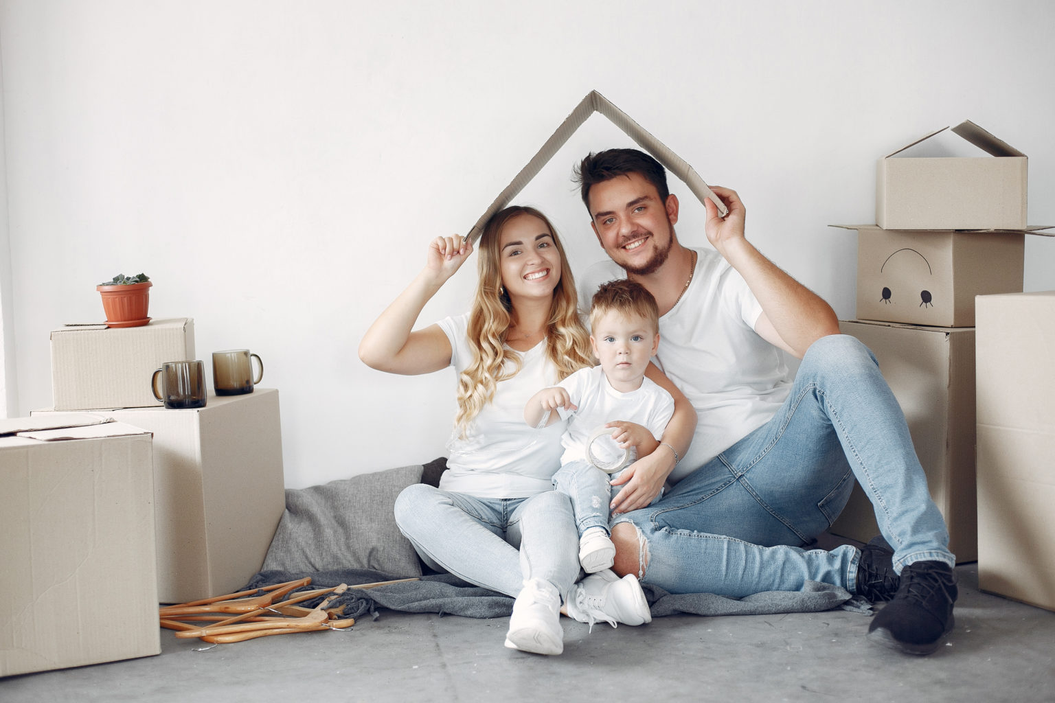 family-moving-using-boxes-1536x1024-1